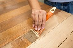 Voici comment faire sa propre teinture maison pour le bois !
