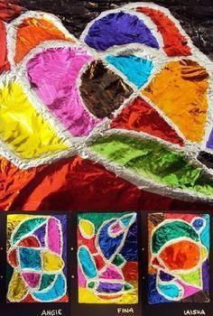 Wat heeft aluminiumfolie, draad, en lijm en karton met elkaar te maken? Je kan ze samen gebruiken in een speciale knutsel. Wat heb je ervoor nodig? : Om te beginnen karton. Dit kan gewoon een o Craft Activities For Kids, Crafts For Kids, Arts And Crafts, Tapas, Art Club Projects, 4th Grade Art, Tin Art, Science Art, Summer Crafts