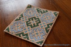 """Medieval Embroidery, german brick stitch, based on XIV century purse (Victoria and Albert Museum, London) Ricamo medievale, """"brick stitch"""". Basata su una borsina del XIV secolo (Victoria and Albert Museum, Londra)."""