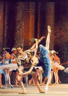 The Bolshoi Ballet in The Pharaoh's Daughter featuring Svetlana Zakharova Ballet Du Bolchoï, Ballet Feet, Bolshoi Ballet, Ballet Tutu, Ballet Dancers, Svetlana Zakharova, Shall We Dance, Lets Dance, Bolshoi Theatre