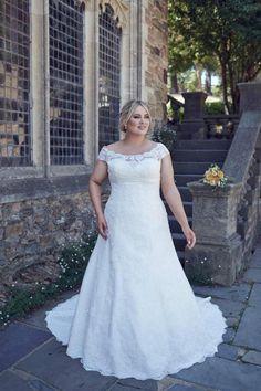 Top 10 Plus Size Wedding Dress Designers By Pretty Pear Bride ...