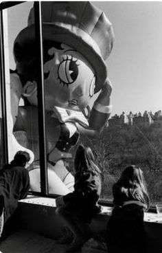 Betty Boop Close-Up, Macy's Thanksgiving Day Parade, Photo by Elliott Erwitt, New Macys Thanksgiving Parade, Happy Thanksgiving, Black Betty Boop, Elliott Erwitt, Victory Parade, Whole Image, Documentary Photographers, White Photography, Street Photography