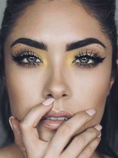 Try one of these chic ways to wear yellow eye makeup. History of eye makeup Yellow Eye Makeup, Yellow Eyeshadow, Makeup For Green Eyes, Eyeshadow Looks, Eyeshadow Makeup, Makeup Trends, Makeup Inspo, Makeup Inspiration, Makeup Ideas