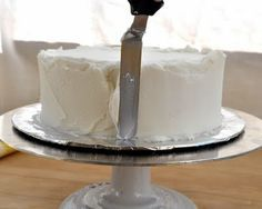 How to Ice/Frost a Cake- without crumbs