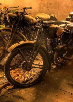 Tumblr is a place to express yourself, discover yourself, and bond over the stuff you love. It's where your interests connect you with your people. Vintage Motorcycles, Custom Motorcycles, Cars And Motorcycles, Custom Choppers, Vintage Bikes, Vintage Cars, Vintage Stuff, Rockers, Motos Retro