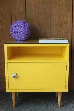 Reciclando móveis - Casa da Cris Retro Furniture, Recycled Furniture, Refurbished Furniture, Colorful Furniture, Furniture Makeover, Painted Furniture, Diy Furniture, Furniture Design, Yellow Home Decor