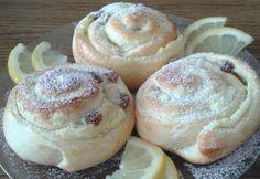 Pudingos-túrós-mazsolás csiga Hungarian Recipes, Doughnut, Camembert Cheese, Muffin, Breakfast, Food, Bakken, Morning Coffee, Meals