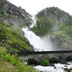 http://norwegenfee.jimdo.com/l%C3%A5tefossen-im-tal-der-wasserf%C3%A4lle/  http://www.fjordblick.com/reisetipps/hordaland/tal-der-wasserfaelle/latefoss/  https://www.youtube.com/watch?v=rUhnwG_vWEw