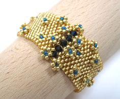 Opulent+couture+peyote+beaded+cuff+in+gold+and+от+MagiRoseDesigns