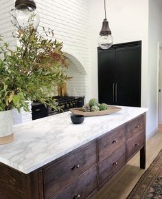 KITCHEN RENO // By ~ the recently renovated Los Angeles home of who is one of the co-founders behind… Deco Design, Küchen Design, Layout Design, House Design, New Kitchen, Kitchen Dining, Kitchen Interior, Kitchen Ideas, Kitchen Hacks