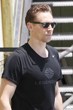 Tom Hiddleston seen leaving the gym after a workout in Los Angeles on August 1, 2016. Source: Torrilla, Weibo. Click here for full resolution: http://ww4.sinaimg.cn/large/6e14d388gw1f6eyzfbxzij21uo2s0nhv.jpg