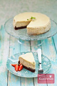 Przepis na sernik pistacjowy - #ciasto na spodzie brownie z dodatkiem pistacji i polewą z białej czekolady. Pyszny, kremowy #sernik  http://pozytywnakuchnia.pl/sernik-pistacjowy/  #pistacje #kuchnia #przepis