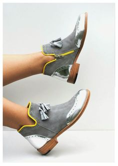 54 Shoes 2019 To Copy Now - New Shoes Styles & Design - Daily Fashion Pretty Shoes, Beautiful Shoes, Cute Shoes, Me Too Shoes, Bootie Boots, Shoe Boots, Ankle Boots, Rain Boots, Shoe Wardrobe