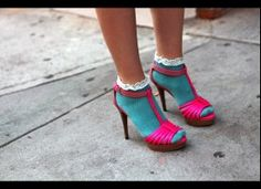 For those of you who have nice long legs and are not afraid to experiment with color: this one's for you! Frilly Socks, Socks And Sandals, Sexy Socks, Bow Shoes, Dream Shoes, Streetwear Fashion, Fashion Photo, Fashion News, Street Style