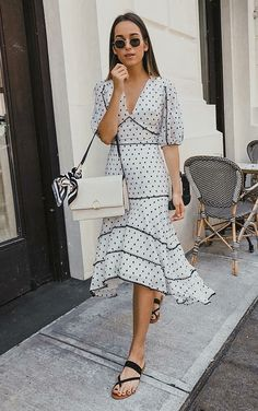 10 Reasons to bet on the polka dot pattern – Outfit Styles Girl Fashion, Fashion Looks, Fashion Outfits, Womens Fashion, Fashion Design, Fashion Trends, Day Dresses, Casual Dresses, Dress Skirt