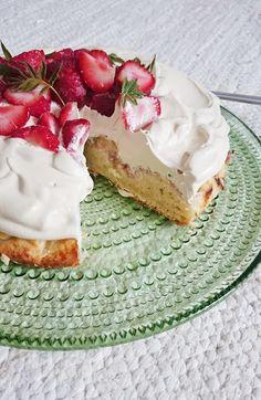 Ruokakonttuuri: Kinuskinen raparperikakku / Vegan rhubarb cake