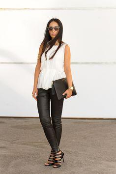 White Greek Style top and Black leather leggings  Top blanco estilo griego y Leggings de cuero.