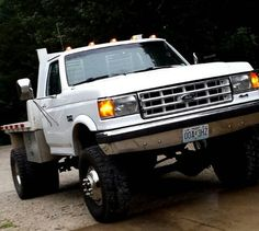 Gotta love a obs dually, she's lookin fine . Big Ford Trucks, Dually Trucks, Diesel Trucks, Cool Trucks, Lifted Dually, Ford Obs, Ford Powerstroke, Sweet Cars, Vintage Trucks