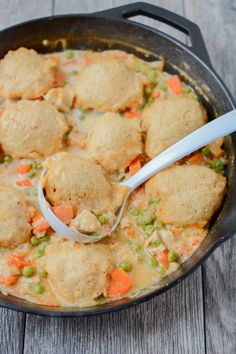 This recipe for Skillet Chicken and Dumplings makes an easy weeknight dinner. Ready in 30 minutes, it's healthy comfort food packed with protein and vegetables! Iron Skillet Recipes, Cast Iron Recipes, Skillet Meals, Skillet Cooking, Skillet Pan, Crockpot Meals, Healthy Comfort Food, Healthy Eating Tips, Healthy Recipes