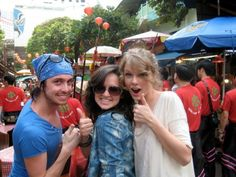 Taylor Swifts touring Twitpics