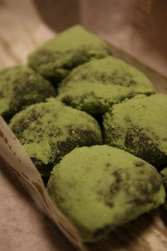 Japanese sweets, Yomogi (mugwort) dango with azuki bean filling 草だんご