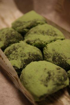 Japanese sweets, Yomogi (mugwort) dango with azuki bean filling 草だんご