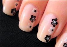 маникюр с малки цветчета