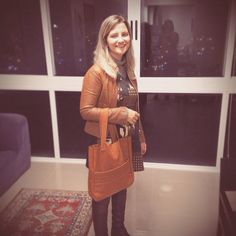 Look de segunda-feira. Aline com a #bolsa #juliannafraccaro. #madeinbrazil #novidade #moda #itbags #modabrasileira #fashion #couro #leather