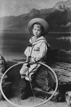Paris, Nice, Cannes & Scarborough : Blanc, Numa & Fils - Prince Arthur of Connaught, 1887 [in Portraits of Royal Children Vintage Children Photos, Vintage Pictures, Old Pictures, Vintage Images, Vintage Nautical, Vintage Boys, Vintage Ladies, Antique Photos, Vintage Photographs