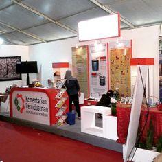 Booth Stand Balai Besar Kerajinan dan Batik bersama Puskom Kemenperin di pameran Java Expo 2015 (X) di Benteng Vastenburg Surakarta.