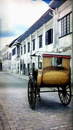 one day vigan! Kalesa in Vigan - Vigan, Ilocos Norte Ilocos Norte Philippines, Vigan Philippines, Voyage Philippines, Philippines Culture, Philippines Travel, Philippines Fashion, Philippines Destinations, Philippines Beaches, Vacation Places