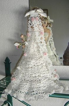 Wedding Doll, Barbie Wedding, Crochet Doll Dress, Crochet Hats, Fashion Dolls, Marie, Creations, Knitting, Doll Dresses