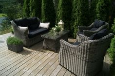 En lun uteplass (Huset på landet) Garden Furniture, Outdoor Furniture Sets, Outdoor Decor, Home Decor, Outdoor Garden Furniture, Decoration Home, Room Decor, Lawn Furniture, Home Interior Design