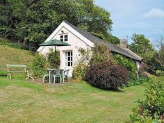 The Barn Llawr-y-Glyn Caersws The Barn is a holiday home set in Llanidloes in the Powys Region and featuring a garden with a barbecue. It provides free private parking.  The kitchen is equipped with a dishwasher and there is a private bathroom. A TV and DVD player are featured.