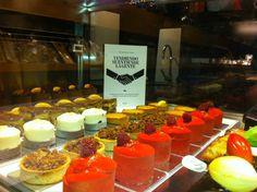 Aquí estoy, vendiendo pan y tartaletas de Classic Line de OB, para que entremos dulcemente en el 2013! :-)