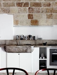 Rustic Italian Home – La Bella Vita Apartment Kitchen, Kitchen Interior, Kitchen Decor, Rustic Apartment, Vintage Apartment, Apartment Ideas, Kitchen Ideas, Rustic Kitchen Design, Dining Room Design