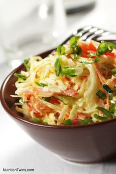Win your next picnic or cookout with these easy coleslaw recipes. Find the best coleslaw recipes here, whether you like your slaw creamy or tangy. Barbeque Side Dishes, Homemade Coleslaw, Coleslaw Recipes, Kfc Coleslaw, Healthy Coleslaw, Creamy Coleslaw, Homemade Food, Clean Eating, Healthy Eating