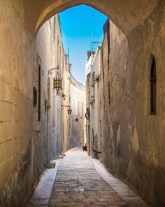 #Wandering around Malta's old capital city #Mdina   Featured Photographer: @james.scic  Tag your #photos with #MaltaPhotography to get a chance to be #featured on @maltaphotography - www.mpify.com  #street #old #vintage #Friday #wonderful_places #wonderful #afternoon #village #colours #island #jj #Malta #June #Photography #instagramhub #instafamous #photooftheday #picoftheday #lonelyplanet #travel #destination #worlderlust #beautifuldestinations
