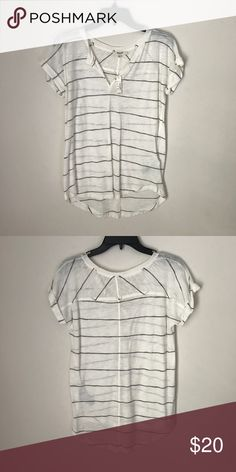 Madewell turntable split neck tee Never worn, tags still attached! ✨ Madewell Tops Tees - Short Sleeve