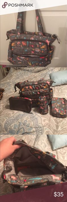 Skip*Hop gender neutral diaper bag In near perfect condition. Love this bag it has plenty of space and pockets . Comes with everything seen in the photo . Smoke feee home Skip Hop Bags Baby Bags