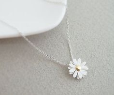 """Momma"" loves this! Cute silver plated daisy flower pendant by janesshopinetsy… ""Momma"" loves this! Cute silver plated daisy flower pendant by janesshopinetsy… Cute Jewelry, Jewelry Box, Jewelery, Jewelry Accessories, Jewelry Necklaces, Jewelry Design, Flower Jewelry, Etsy Jewelry, Gold Jewellery"