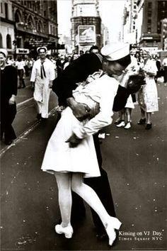 Soldier nurse famous kiss