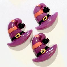 Purple witch hat resin cabochon. For embellishing baby headbands, barefoot baby sandals & other DIY projects. Shabby roses, FOE, elastics & more available.