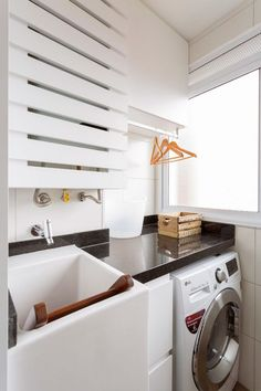 Micaela Góes ensina a organizar a lavanderia e área de serviço Small Utility Room, Small Laundry Rooms, Laundry Decor, Laundry Room Design, Interior Design Living Room, Living Room Designs, Bathroom Inspiration, Small Spaces, New Homes