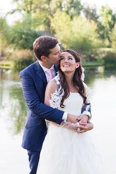 A simple country club wedding (image: karapearson.com).