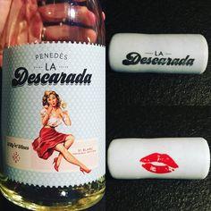 #ladescarada #whitewine #greattime #friends #happymoments @juliangc23  @xiqueta_86 Honest Tea, Happy Moments, White Wine, Drinks, Bottle, Sassy, Drinking, Beverages, Flask