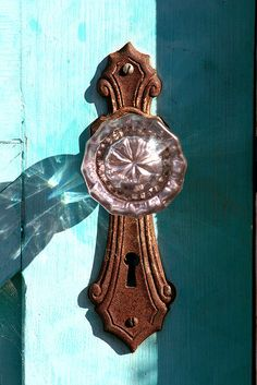 I used to have door knobs like these is my house when I was little. would love to have some again