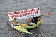 Condutores de cerca de 80 embarcações participaram de uma manifestação pelo saneamento da Baía de Guanabara (Foto: Tânia Rêgo/Agência Brasil)