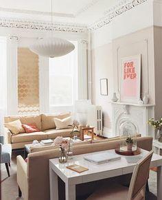Parsons Desk from west elm via Domino Magazine. I love my Parsons desk. Home Living Room, Apartment Living, Living Room Decor, Living Spaces, Apartment Therapy, Bedroom Decor, Design Bedroom, Light Bedroom, Design Apartment