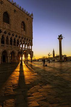 St Mark's Square - Venice, Italy ©forastico | www.flickr.com | #Venezia #Veneto #Italia #Venedig #Venetien #Italien